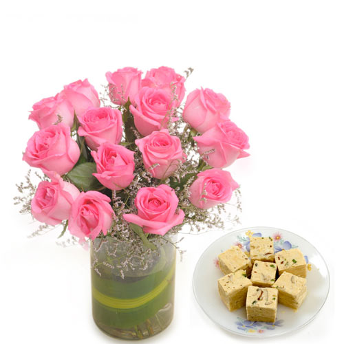 15 Pink Rose arranged in a desinger glass vase with 1kg Soan papdi